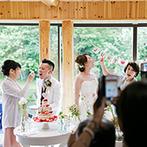 THE NIDOM RESORT WEDDING:キタキツネやエゾリスが棲む森にあり、湖の畔に建つ開放感あふれる会場で、親族の絆を深める大切なひと時を