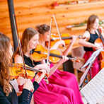 THE NIDOM RESORT WEDDING:優雅な弦楽四重奏の調べを聴きながら、北海道の山海の幸を使った美食を堪能。心もお腹も満たされて大満足