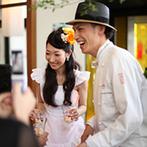 mitte(ミッテ):ふたりからゲストへ直接アイスクリームをサーブ。祝福&感謝の言葉を間近で交わし、会場は笑顔でいっぱいに