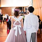 mitte(ミッテ):アイドルを真似て再登場し、デザートビュッフェはエプロンでサーブ。多彩な衣裳で、会場中を盛り上げた
