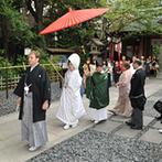 東京大神宮/東京大神宮マツヤサロン:国際結婚のふたりが憧れる、伝統的な神前式が叶う東京大神宮。アクセスなどゲストの負担が少ないことも魅力