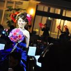 ALCAZAR AVVIO(アルカーサル・アヴィオ):ゲストと触れ合う演出で、賑やかなパーティを満喫。新婦から新郎への感動的なサプライズもスタッフが応援!