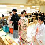 浅草ビューホテル:浅草神社の分社でもある館内神殿で叶えた本格神前式。ゲストの温かな眼差しに包まれ輝く未来へ誓いをたてた