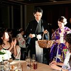 ANAインターコンチネンタルホテル東京:各卓を回ってゲストとふれ合い、イルミネーション演出の幻想的な光も。祝福のピアノの音色も優しく響いた