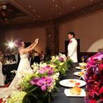 ヒルトン東京:会場をふたり好みの南国風にアレンジ。試食して組み合わせたコース料理や充実のドリンクメニューは大好評