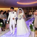 ヒルトン東京:プランナーの心強いサポートに感謝。同じ会場で開催した二次会も、豪華な装花や料理で大満足のパーティに!