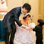 帝国ホテル 東京:可愛らしい子どもゲストの登場で温かな雰囲気。美しい歌声とバイオリン、ピアノの演奏で感謝の気持ちを形に