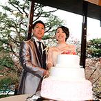 高輪 貴賓館 (グランドプリンスホテル高輪):桜色×純白の生ケーキへの入刀やファーストバイトの演出も。美味しい中華料理のおもてなしにゲストも舌鼓