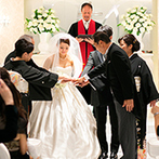 東京マリオットホテル:地上24階に佇む純白のチャペルで叶えた温かなひと時。両家両親とともに「ファミリーオース」の演出も