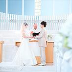 ANAクラウンプラザホテル成田:光に満ちた純白のチャペルで、親子の絆を深めた感動挙式。憧れの大階段を使ってフラワーシャワーの祝福も