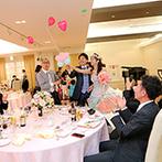 マリエール高崎:高砂後ろや卓上装飾に「バルーン」を使って統一感もバッチリ。バルーンスパーク&各卓写真で笑顔が弾けた!