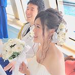 CONCERTO(コンチェルト):青い絨毯が印象的なカジュアルな会場に、海をイメージしたアイテムを満載!神戸港を望む絶景もおもてなしに