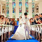 アニヴェルセル ヒルズ横浜:英国リバプールの教会で120年以上輝き続けた、5面のステンドグラスが見守るチャペルで、熱い涙の教会式