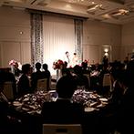 品川プリンスホテル:93名のゲストがゆったり寛げるパーティ会場。おもてなし重視派のふたりらしい配慮も、ゲストの笑顔を誘った