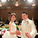 グランドニッコー東京 台場:美しい壁画やシャンデリア…宮殿を思わせる大空間でおもてなし。料理長のフランベ演出ではゲストから大歓声