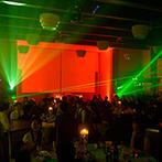 アイランドヒルズ迎賓館:炎&七色に照らすムービングライトでとびきり華やか!夢の国のような世界観に、会場中が惹きこまれた