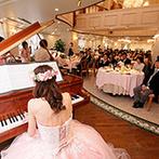 アットホームウェディング HANZOYA:かわいらしい雰囲気のチャペルに挙式への期待感も高まった。ピアノ演奏&階段入場が叶う披露宴会場に決定