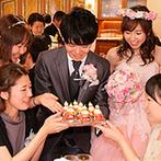 アットホームウェディング HANZOYA:新郎から新婦へのサプライズは大成功!雪だるまモチーフのシュークリームを一人ひとりに手渡してふれあった