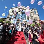 八王子ホテルニューグランド(グランドビクトリア八王子):英国で130年もの時を刻んだ本格的な独立型チャペル。青空に映えるバルーンリリースで、ゲストも思わず笑顔