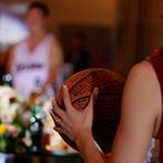 ヒカリフルコート:ウエディングケーキや入場シーン、新郎へのサプライズなど、バスケットボール一色の演出でふたりらしく