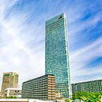 ウエディングヒル 東京ベイ幕張:「海浜幕張駅」より徒歩5分、地上高150mに位置するチャペルが魅力。ゲストの宿泊料やサービスも良心的