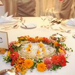 中野サンプラザ:南国の花々が作り出す、心が躍るようなハワイのムード。新婦の父が納得した美食と絶景を楽しむ優雅な祝宴