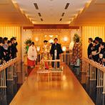 京王プラザホテル:厳かな誓いが叶う本格的な神殿に一目惚れ。ホテルならではのホスピタリティの高さでおもてなしも安心できた