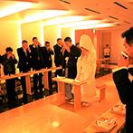 京王プラザホテル:やわらかな光と檜の香りが包む神殿で、和の伝統美が薫る神前式。清らかな気持ちでふたりと両家が結ばれた