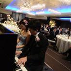 名古屋マリオットアソシアホテル:新郎のピアノの生演奏もBGMにした生い立ちムービー。夫婦が奏でる美しい音色に会場中が酔いしれた