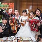 THE VILLAS 福岡(ザ ヴィラズ):ふたりに寄り添い具体的な提案をしてくれたプランナー。温かみのあるウッド調の披露宴会場もイメージ通り