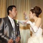 HOTEL NEW OTANI HAKATA(ホテルニューオータニ博多):「父とバージンロードを歩きたい」。新婦の憧れを形にした入場の後はゲストの笑いを誘ったファーストバイト