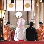 神宮会館:大勢の参拝者に見守られ、時間を超えて新婦自身が子どもたちの憧れの的に。親族も感激する趣のある神前式