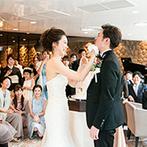 ザ・ヒルサイド神戸:ラウンジも披露宴会場も自由に使ってゲストと近い距離で楽しむひと時。世界で一つだけのウエディングが実現