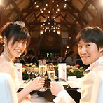 SHOZAN RESORT KYOTO(しょうざんリゾート京都):ガーベラをあしらい、会場を大人っぽくコーディネート。貸切の会場でゆったり過ごし、皆と贅沢な時間を共有