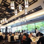 SHOZAN RESORT KYOTO(しょうざんリゾート京都):会場を美しく彩る、自然のパノラマをプレゼント!心地良いウッドデッキとオリエンタル風の会場でパーティを