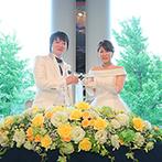 ホテルニューグランド:窓外に横浜の景色が広がる贅沢なロケーション。憧れのアーティストと同じ会場での結婚式が現実のものに