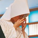 ホテルグランド東雲:約70名が参列できる本格的な儀式殿で、古式ゆかしい神前式。伝統の儀式で誓いを立て、身も心も引き締まった
