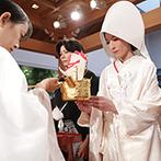 ホテルモントレ仙台:宮大工が手掛けた総檜造りの本格神殿。感謝の気持ちを込めた親族のみの神前式で、両家の絆を一層深めた