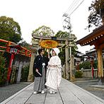 福山ニューキャッスルホテル:多くの友人ゲストに見守られながら、白無垢に番傘をさして歩く参道…市内屈指の歴史ある神社で憧れの挙式