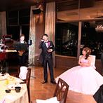 スギノイ ホテル&リゾート(SUGINOI Hotel&Resort):プロのバンド演奏をバックに、新郎が思い出のラブソングを熱唱!大迫力のサプライズ演出に会場は拍手喝采