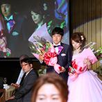 スギノイ ホテル&リゾート(SUGINOI Hotel&Resort):本人や家族も登場する、思い出いっぱいのオープニング時の映像。披露宴のライブ中継にはゲストもびっくり!