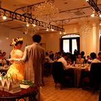 ティアラガーデンズ横浜:リラックスムードで楽しんだガーデンでのデザートビュッフェ。手作りのプレゼントに両家の両親も大喜び