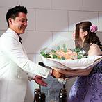 ザ クラブ オブ エクセレント アヴェニュー:ゲストとお喋りやゲームを楽しんだパーティ。新郎からのプロポーズ&花束のプレゼントに会場内は祝福ムード