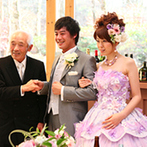 軽井沢クリークガーデン:幸せのオーラを放つパープルのドレスでゲストテーブル回り。美味しい料理や手作りのビデオに感激の声も多数