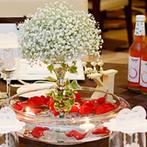 WeddingHotel PRIVE(プリヴェ):卓上装花やコーディネート、演出などで新婦の憧れの世界を表現。上等のお酒にぴったりのコース料理も大好評