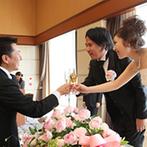 ダイワロイネットホテル和歌山:大きな窓から緑あふれる景色を望めるバンケット。おもてなしの料理は和洋折衷で、幅広い世代に喜ばれた