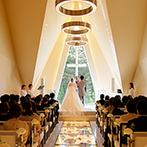 軽井沢プリンスホテル フォレスターナ軽井沢:大切なゲストに観光も楽しんでもらえる軽井沢のウエディングステージ。純白のチャペルに一目ぼれした