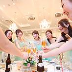 京都 アートグレイス ウエディングヒルズ:クラシカル&シックなトーンの邸宅で、セレブ気分の披露宴。お揃いの衣裳のブライズメイドたちも乾杯!