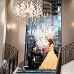 Wedding of Legend GLASTONIA(グラストニア):大階段からの再入場は映画のワンシーンのよう。ゲストと楽しむキャンドルリレーもロマンチックなムードに