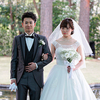星野リゾート リゾナーレ八ヶ岳:自然に囲まれたリゾート地で、ゆったり過ごす結婚式。おいしい料理と春の花々で、ゲストに非日常的な一日を